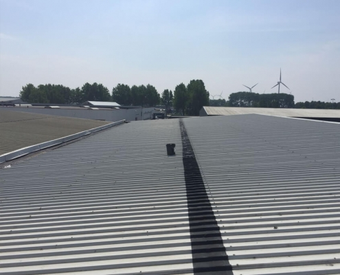 Waterproofing roof plates seam